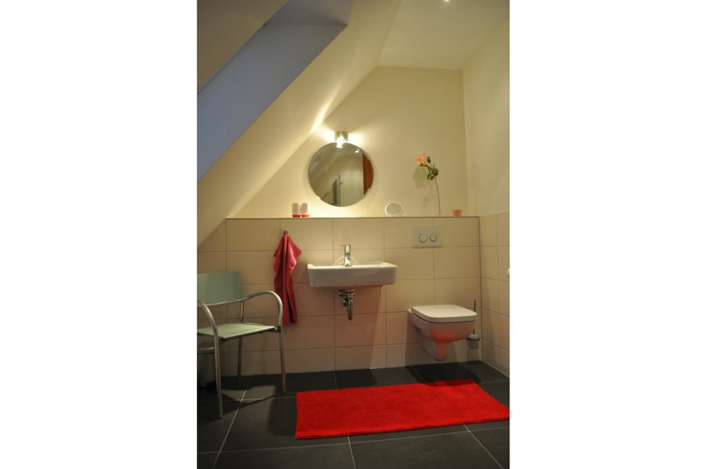 """Komfortables Duschbad der Ferienwohnung """"Leine"""" im Dachgeschoss"""