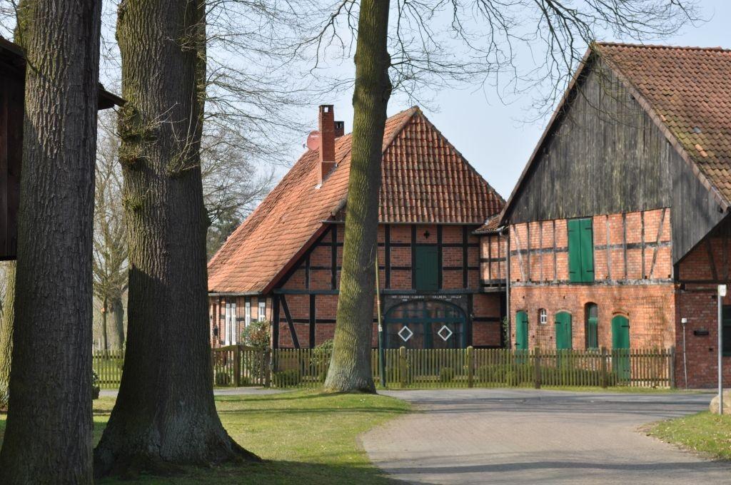 In den Dörfern im Aller-Leine-Tal finden Sie viele große Fachwerkhöfe.