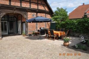 Auf der sonnigen, windgeschützen Terrasse können Sie grillen, sich entspannen und die schönen Sommerabende genießen.